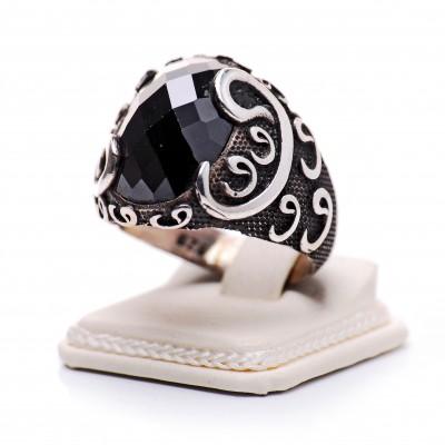 Kesme Taşlı (Siyah) Vav Motifli Gümüş Yüzük